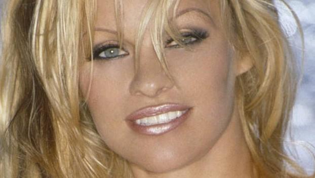पामेला ने पत्रिका के लिए खिंचवाईं नग्न तस्वीरें