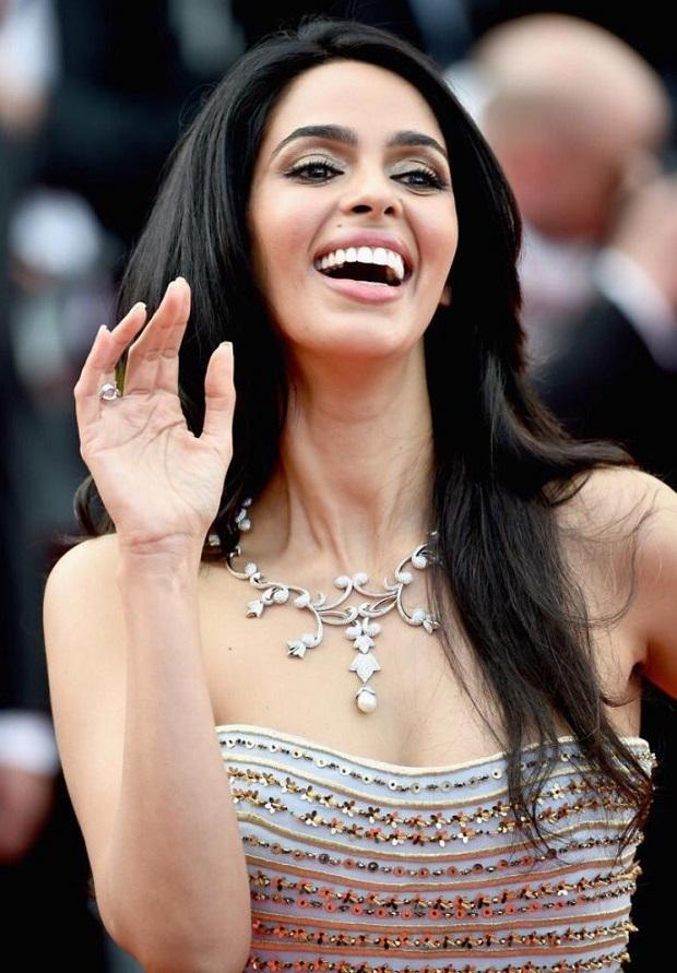 अभिनेत्री मल्लिका शेरावत ने ऐसे किया हिलेरी क्लिंटन का समर्थन