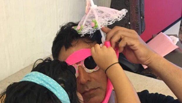 नितारा के जन्मदिन पर अक्षय कुमार ने साझी तस्वीर, चली पुरानी ट्रिक
