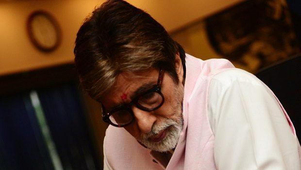 अमिताभ बच्चन को खुले में शौच जाना पड़ा महंगा, रांची में लगे बैनर
