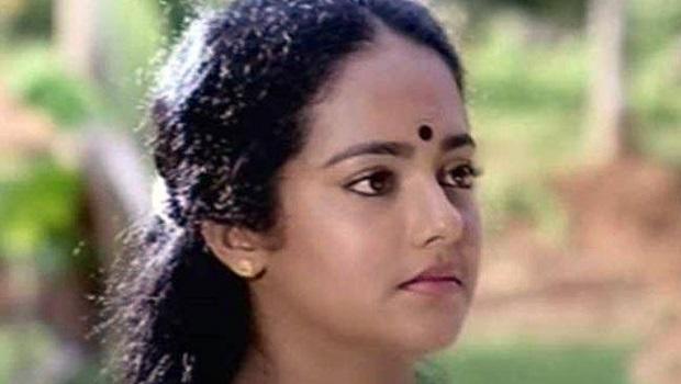 मलयालयी लोकप्रिय अभिनेत्री रेखा मोहन मृत मिलीं