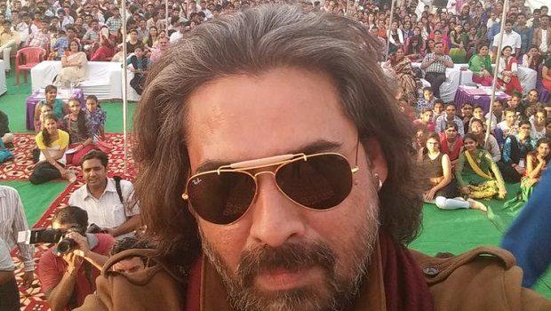 फ्लाइट से उतार दिए गए अभिनेता मुकुल देव क्योंकि….