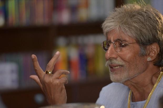फेसबुक की अनदेखी से परेशान अमिताभ बच्चन, ट्विटर पर कर रहे हैं शिकवा