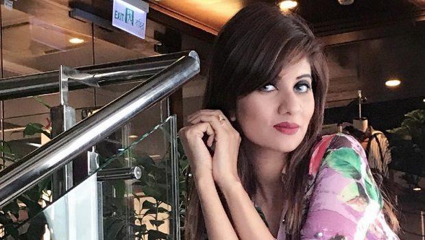 पति से वीडियो चैट करते हुए 22 वर्षीय मॉडल रिजिला ने दी जान