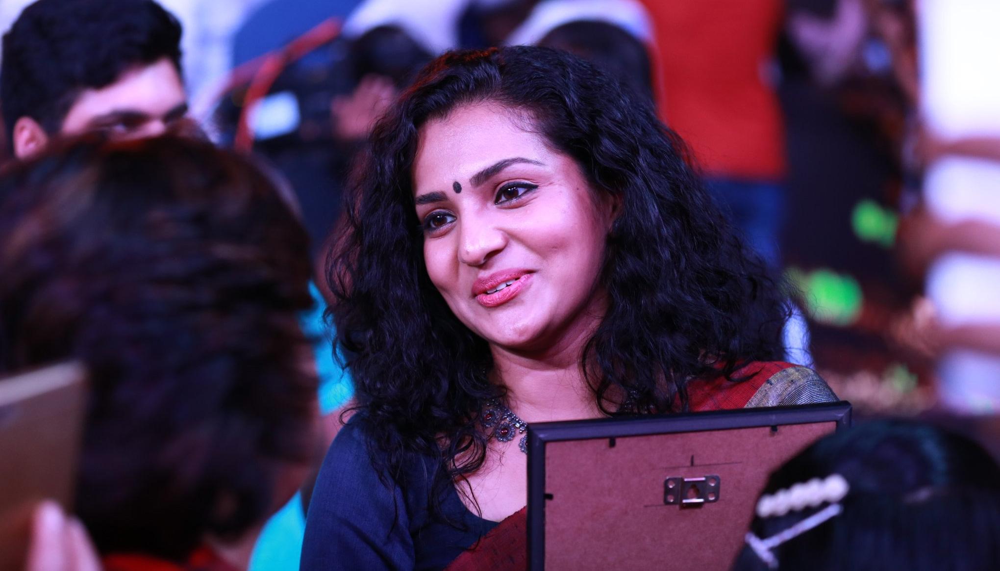 आईएफएफआई 2017 का खुशनुमा अंत, अभिनेत्री पार्वती ने बेस्ट एक्ट्रेस अवार्ड पर जमाया कब्जा