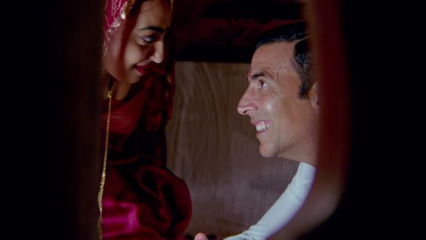 पैडमैन का गाना आज से तेरी रिलीज, अक्षय कुमार और राधिका आप्टे का शुद्ध देसी रोमांस!