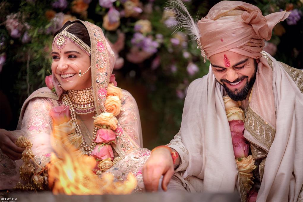 अनुष्का शर्मा और विराट कोहली शादी के बंधन में बंधे, दोनों ने ऐसे सुनायी शादी ख़बर!