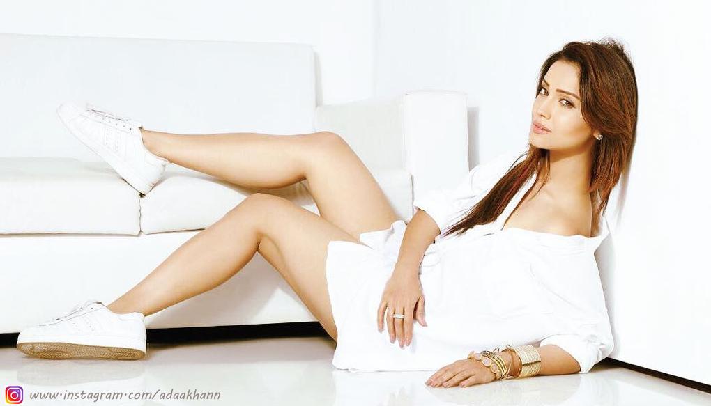 नागिन अभिनेत्री अदा खान के बैंक खाते से उड़े दो लाख, आप भी रहें सावधान!