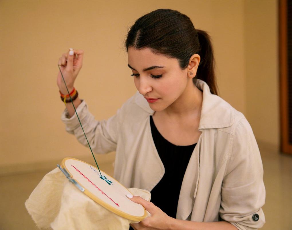शादी के बाद सिलाई कढ़ाई सीखने लगी अभिनेत्री अनुष्का शर्मा, जानिये क्यों?